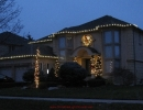 woodbridge-house-decorated-by-lawnsavers-christmas-decorators