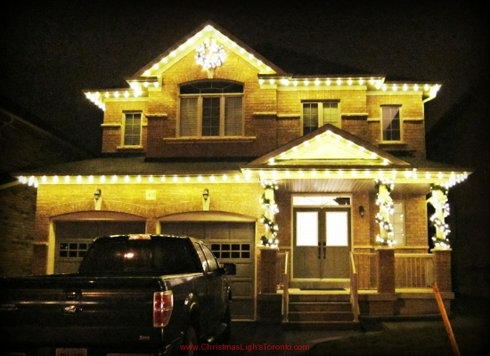 Woodbridge Christmas Decorations white-c9s-on-roofline-lit-garlands-wreath