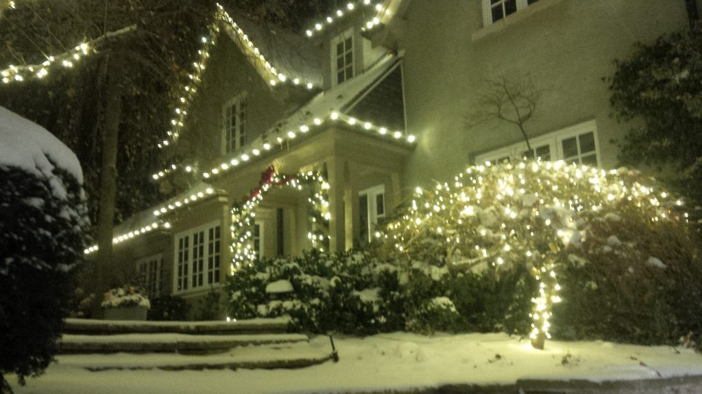 christmas lights installation in scarborough lawnsavers