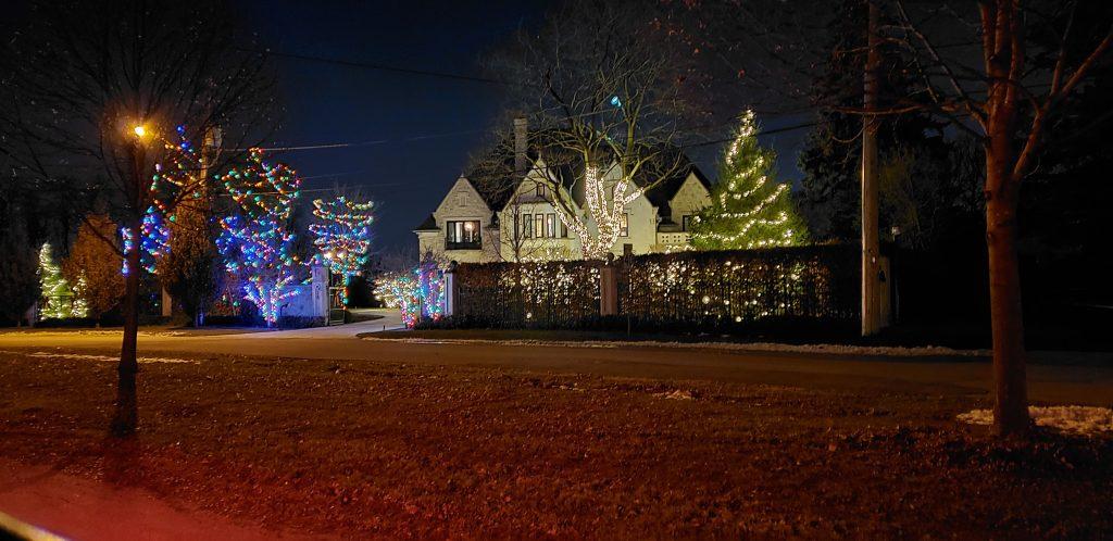 christmas lights toronto installation pic